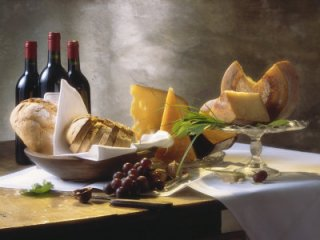 cheese-with-bread-red-wine