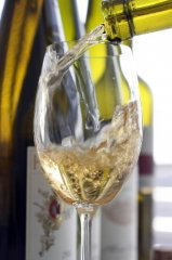 white-wine-bottle-pour